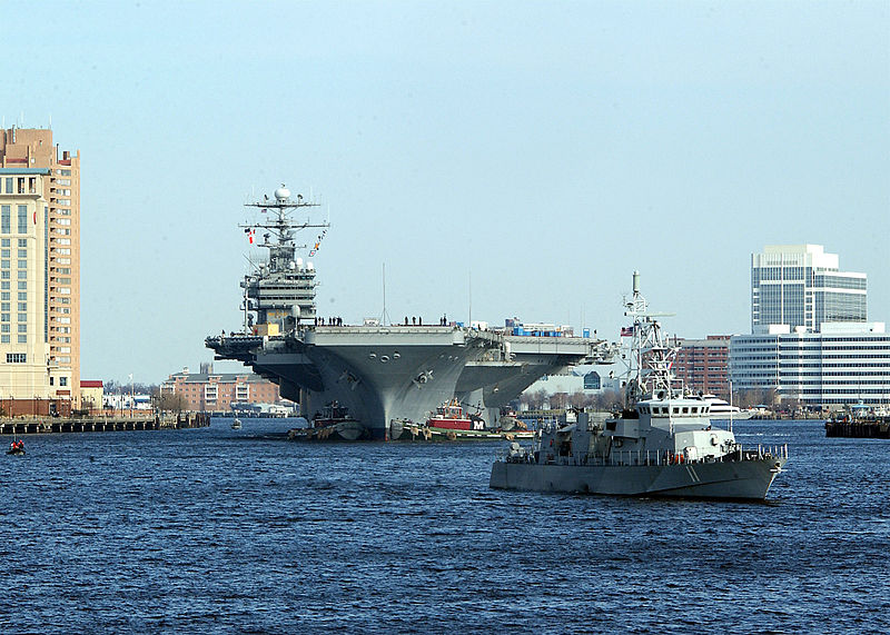 800px-US_Navy_030225-N-1743B-001_USS_George_Washington_(CVN_73)_passes_by_downtown_Norfolk_during_her_transit_down_the_Elizabeth_River