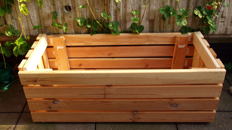 bed-frame-planter