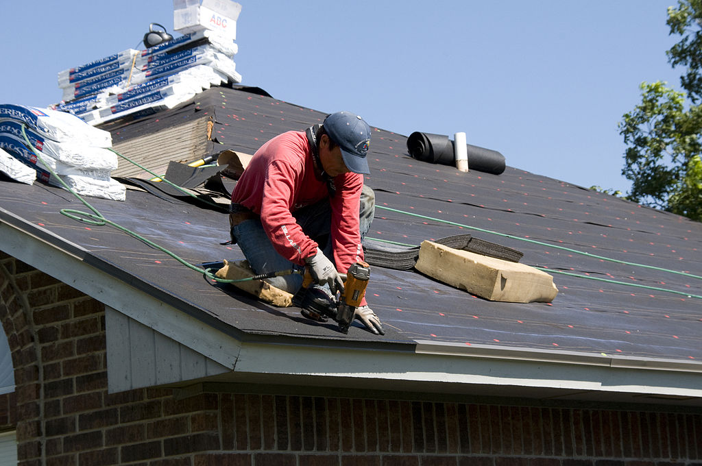 1024px-FEMA_-_44634_-_Roofer_working_on_a_home_in_Oklahoma