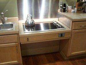 Adjustable-height cooktop