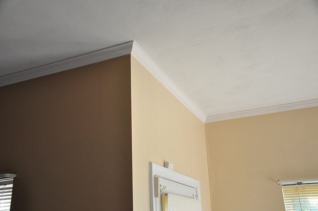 How To Install Crown Molding - Cutting Outside Corners