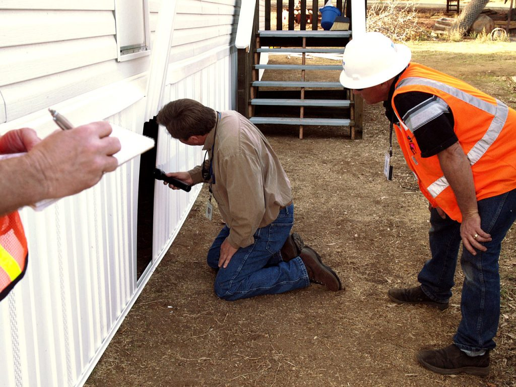 1280px-FEMA_-_33788_-_County_building_inspector_at_a_FEMA_supplied_mobile_home_in_California