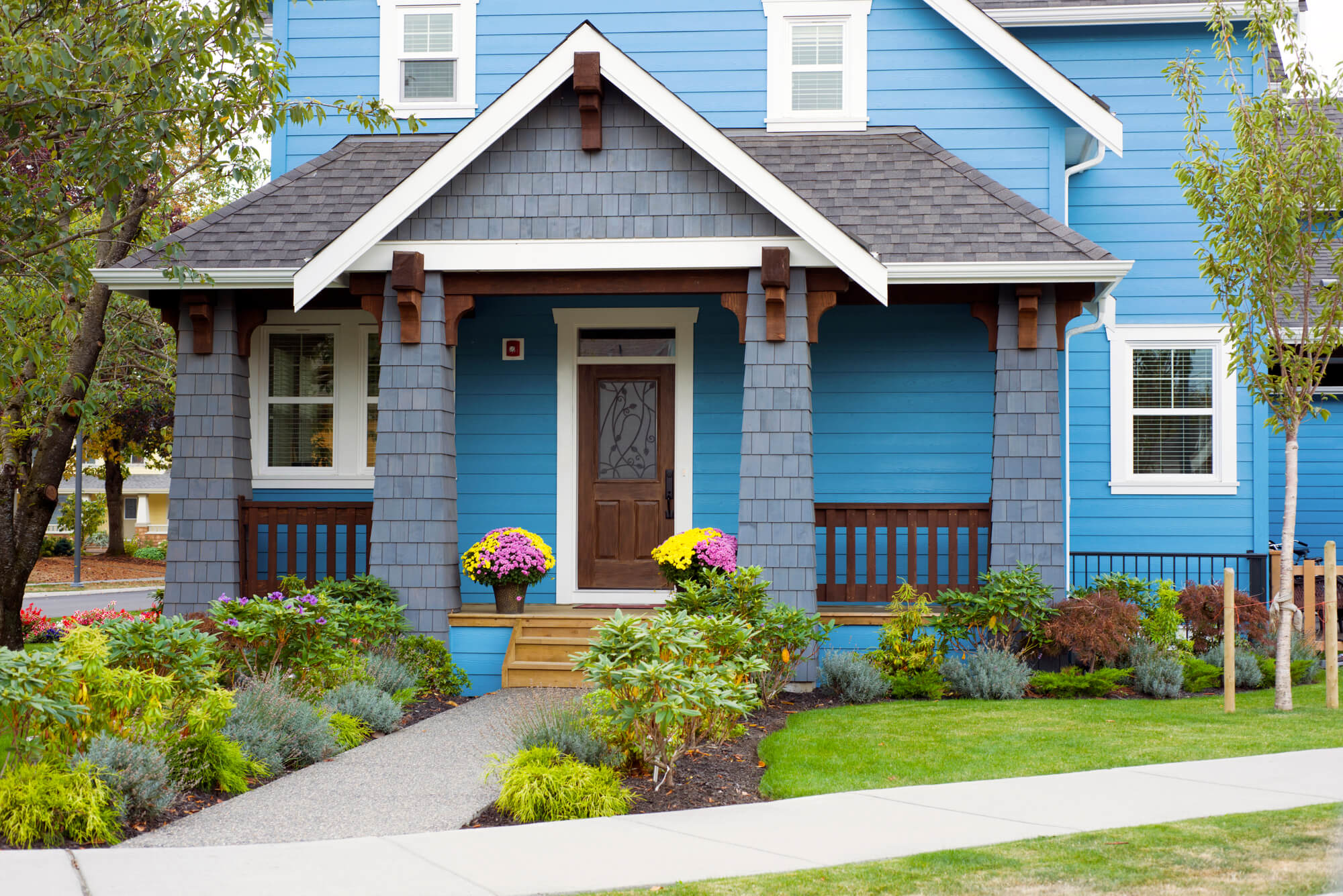 5 budget-friendly ways to landscape your front yard | budget dumpster